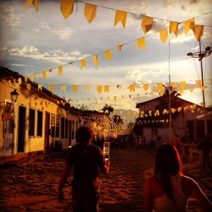 coobled_street_paraty_bunting